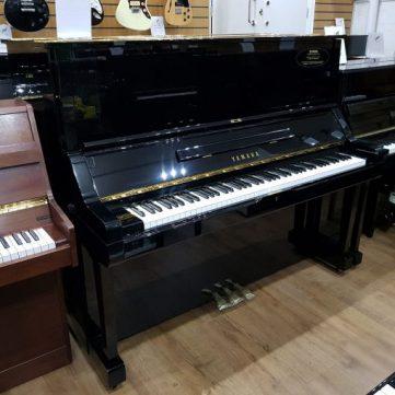 Đàn Piano Yamaha UX
